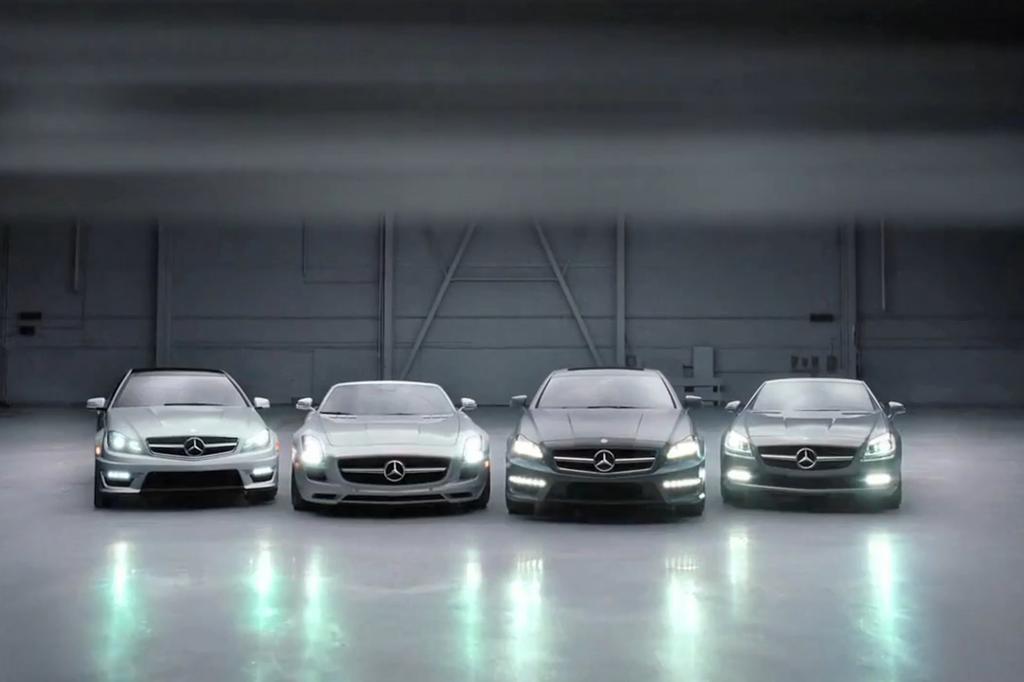 Screenshot: Die Phalanx der Mercedes-Neuheiten bei der Super Bowl