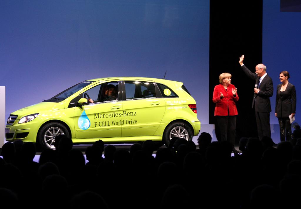 Startschuss für den World Drive von drei Mercedes Brennstoffzellen-B-Klassen.