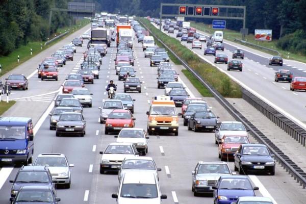 Stauprognose - Buntes Treiben auf der Autobahn