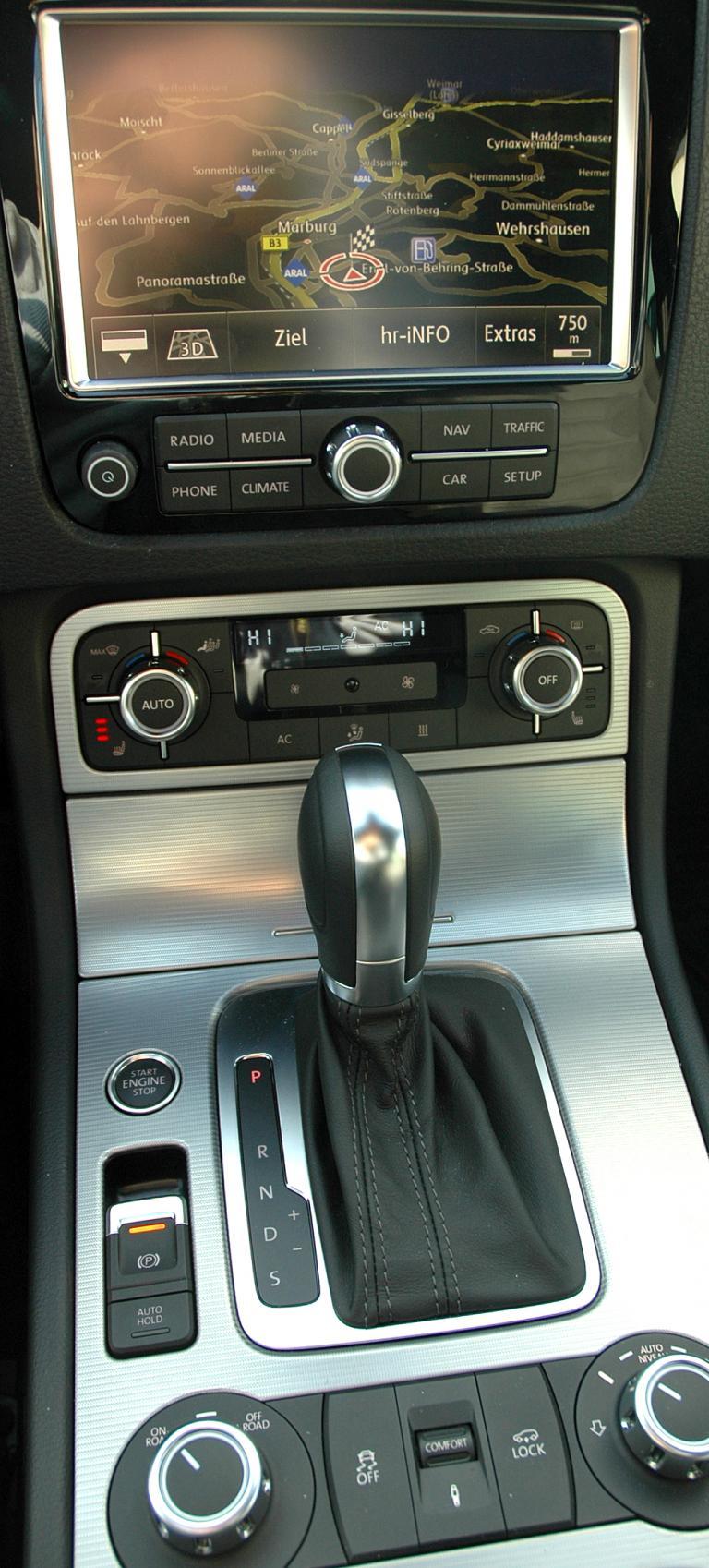 VW Touareg Diesel: Blick auf den mittleren Armaturenträger.