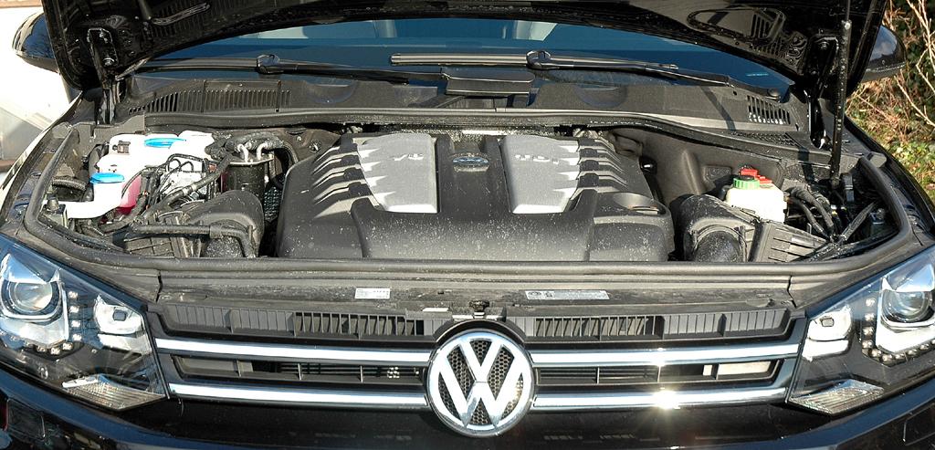 VW Touareg Diesel: Blick unter die Motorhaube des 4,2-Liters.