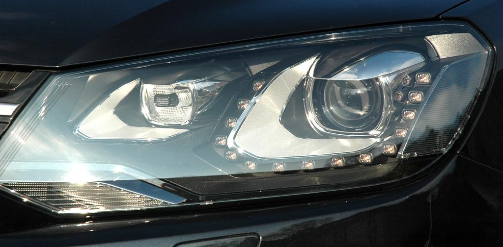 VW Touareg Diesel: Moderne Leuchteinheit vorn.