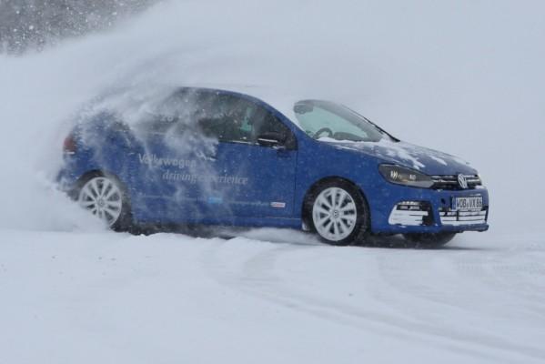 Volkswagen testet neues ESP am Polarkreis