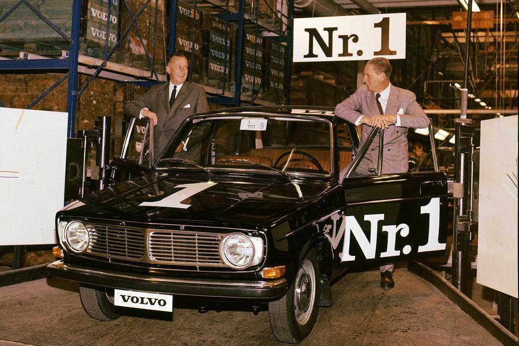 Volvo 244 Turbo von 1981 und PV4 von 1927