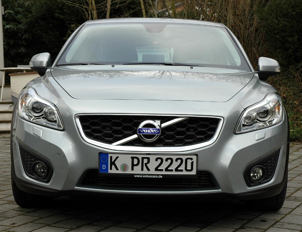 Volvo C30 Diesel: Blick auf die Front des als Coupé geführten Modells.