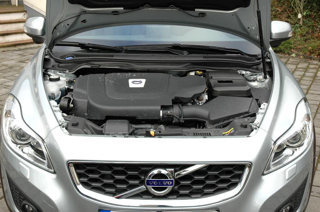 Volvo C30 Diesel: Blick unter die Motorhaube des 177-PS-Selbstünders.