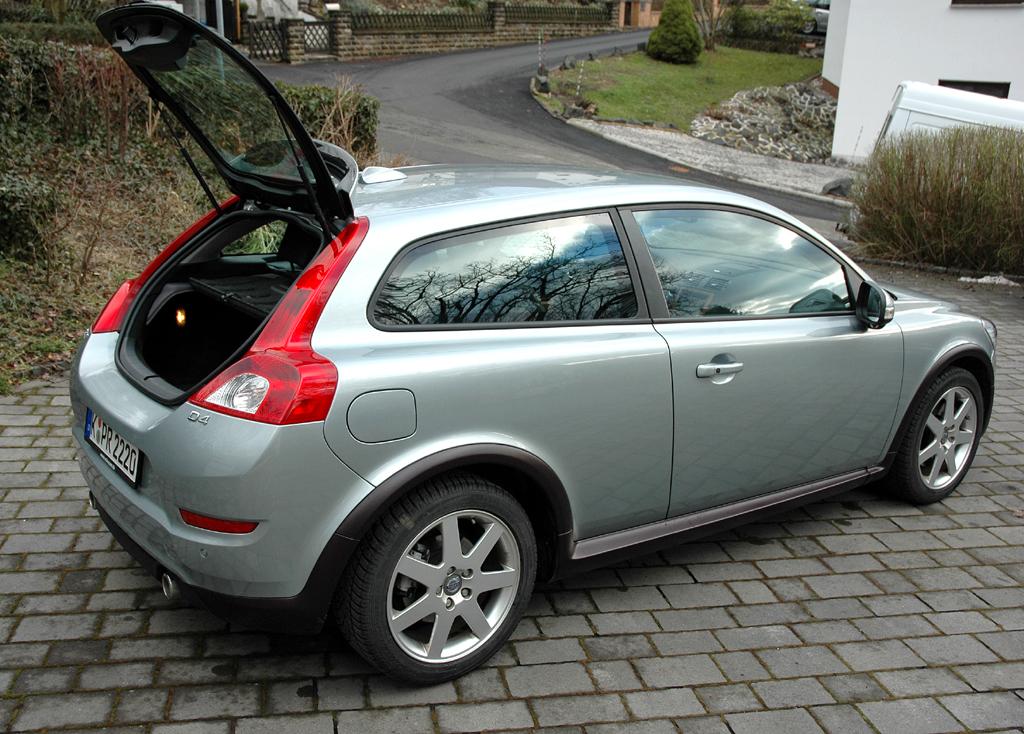 Volvo C30 Diesel: Ins Gepäckabteil passen nur rund 250 bis knapp unter 900 Liter hinein.