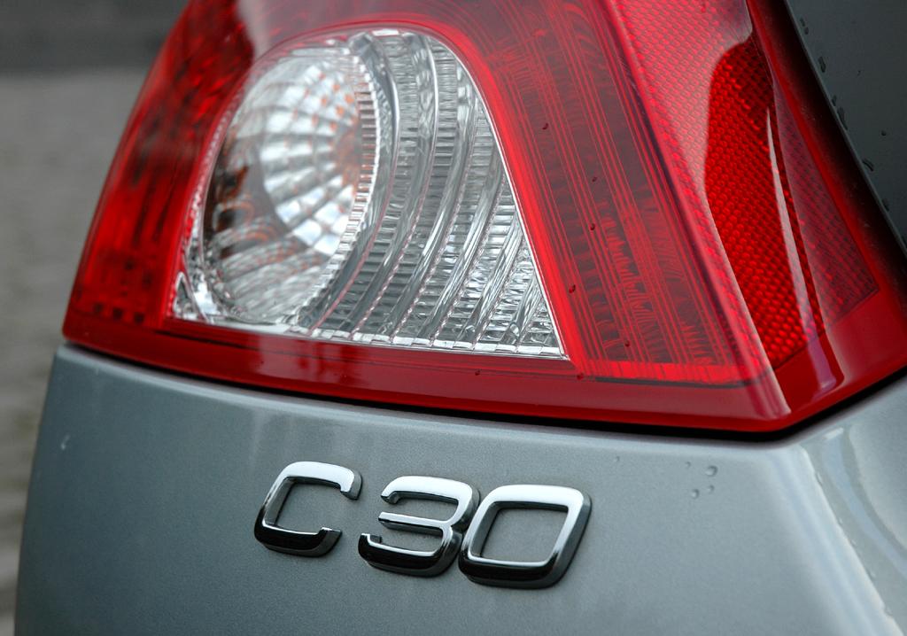 Volvo C30 Diesel: Leuchteinheit hinten mit Modellschriftzug.