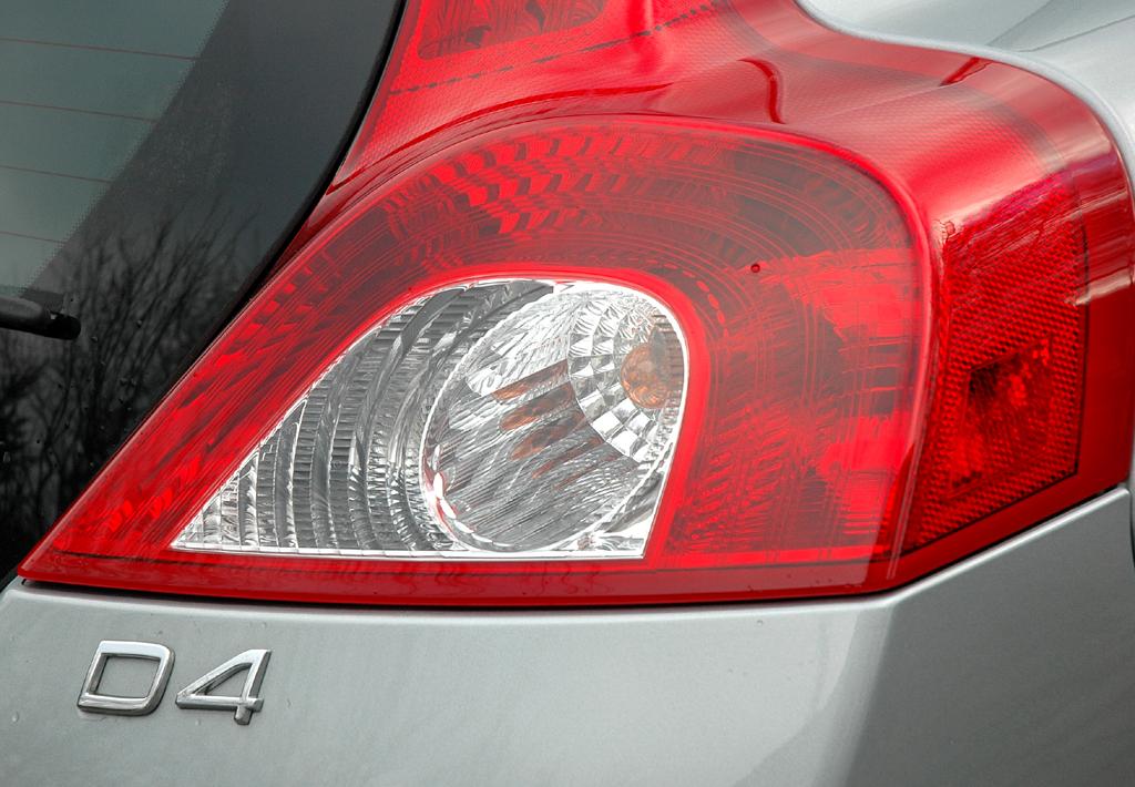 Volvo C30 Diesel: Leuchteinheit hinten mit Motorisierungsschriftzug.