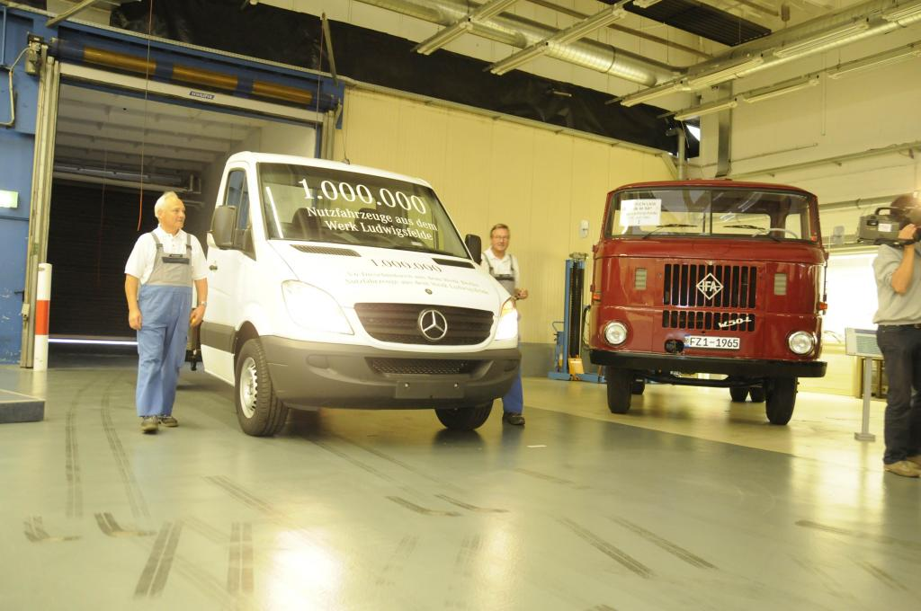 Vor 20 Jahren rollte der erste Lkw mit Stern vom Band.