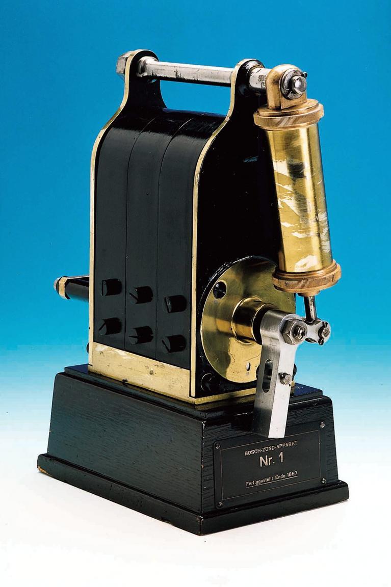 Vorläufer des Zündmechanismus im Automobil waren Niederspannungsmagnetzünder für unbewegliche Gasmotoren. Diesen hier baute Bosch 1887 im Auftrag eines Maschinenbauers.
