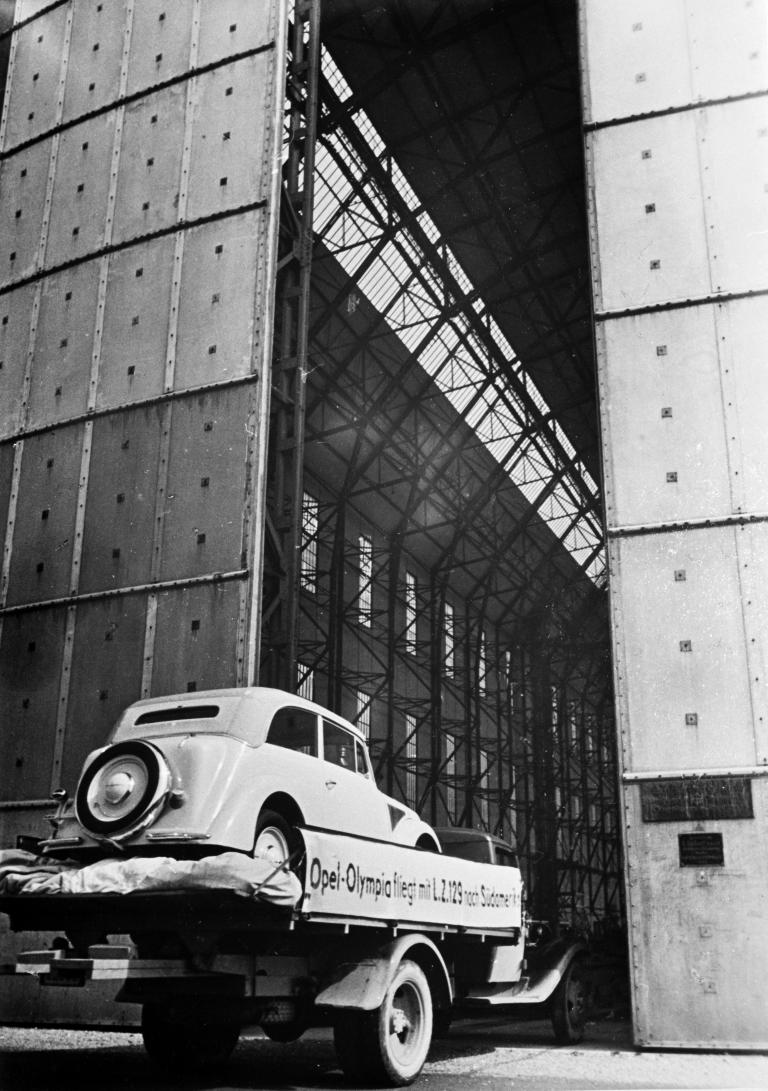 125 Jahre Automobil: Ein Opel überquert als Erster den Atlantik per Luftfracht