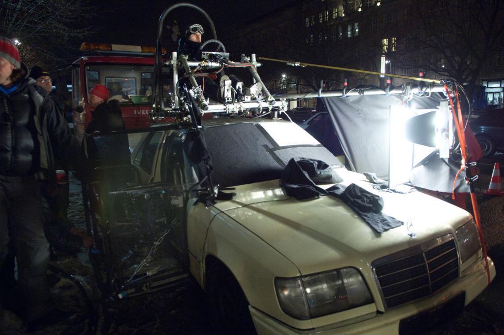 """Action-Thriller """"Unknown Identity"""" mit Beteiligung von Mercedes-Benz-Fahrzeugen."""
