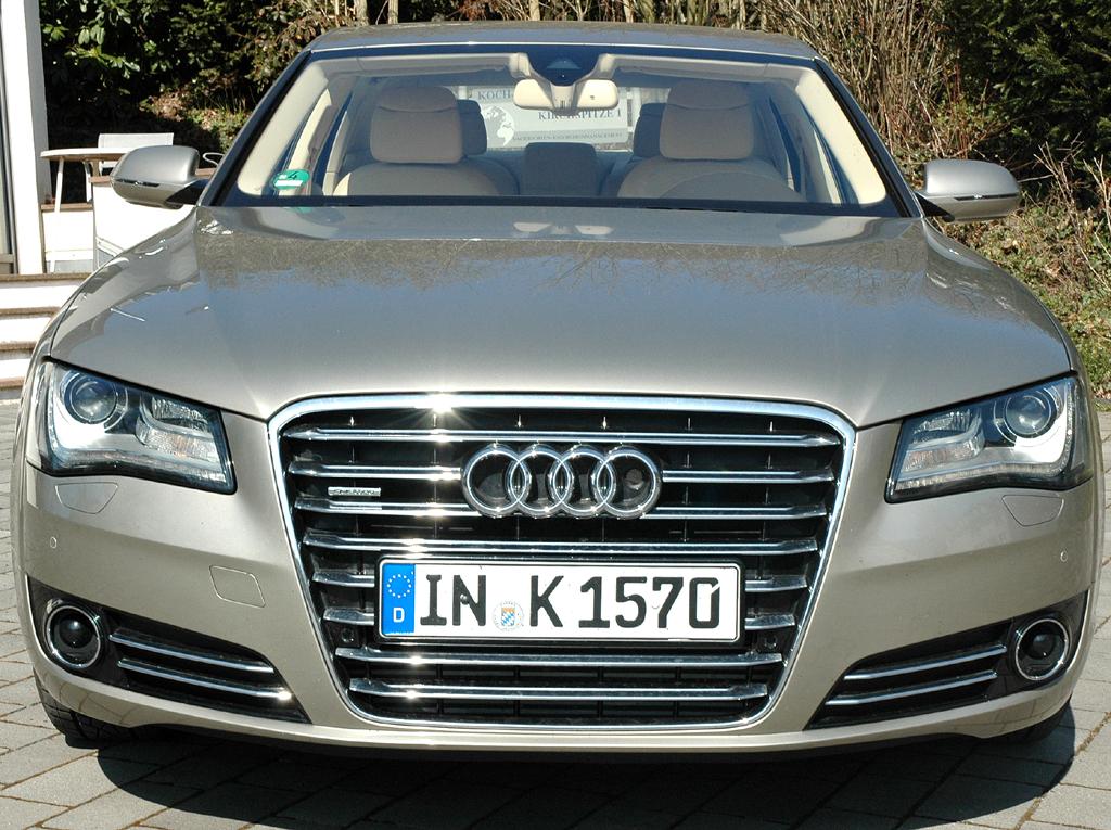 Audi A8: Blick auf die Front der Luxuslimousine.