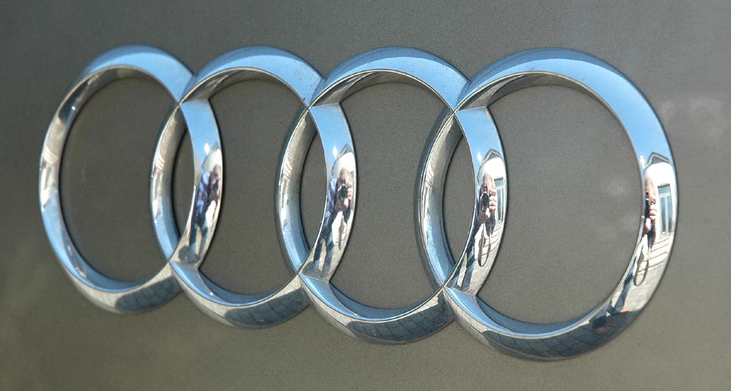 Audi A8: Die vier Markenringe sitzen hinten auf dem Kofferraumdeckel.
