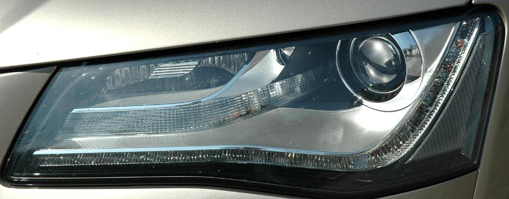 Audi A8: Moderne Leuchteinheit vorn.