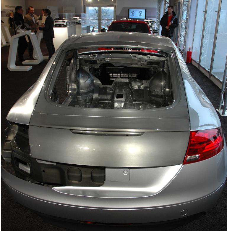 Audi-Leichtbau: Die Umkehrung der Gewichtsspirale gilt nicht zuletzt für die Karosserie.