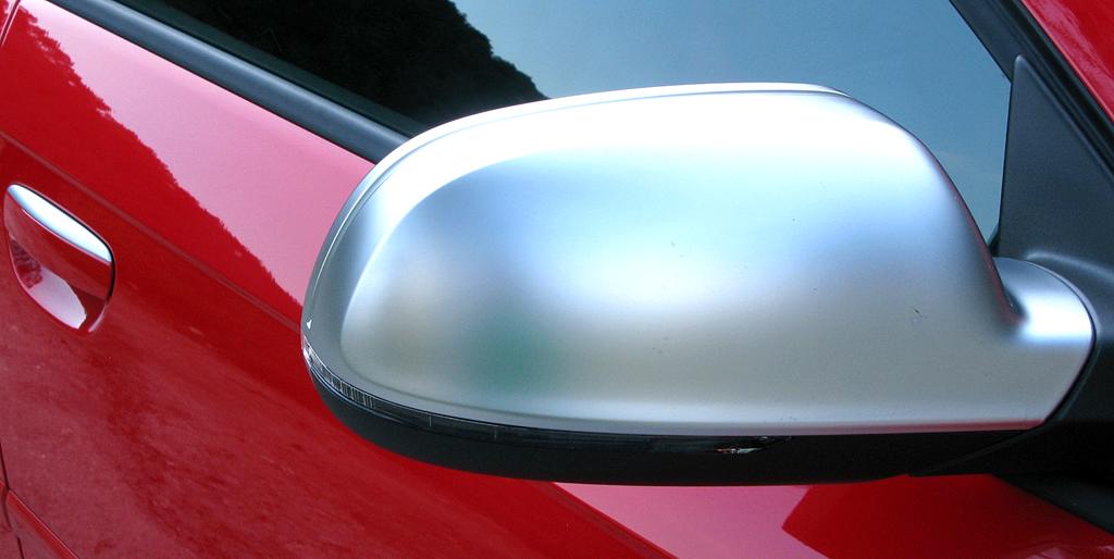 Audi RS3 Sportback: Der Außenspiegel sind farblich abgesetzt.