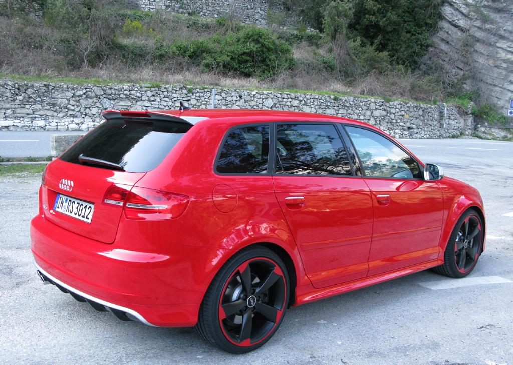 Audi RS3 Sportback: Heck-/Seitenansicht des Kompaktsportlers.