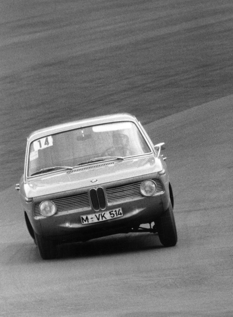 BMW 1800 TI beim 12-Stunden-Rennen auf dem Nürburgring 1964.