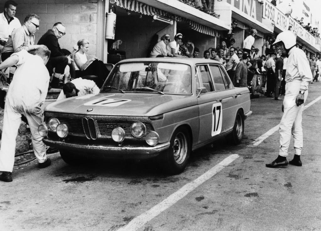 BMW 1800 beim 24-Stunden-Rennen im belgischen Spa Francorchamps 1966.