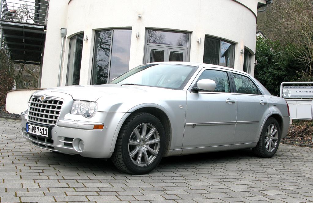 Chrysler 300C, hier als 218-PS-Turbodiesel-Limousine mit SRT-Paket.