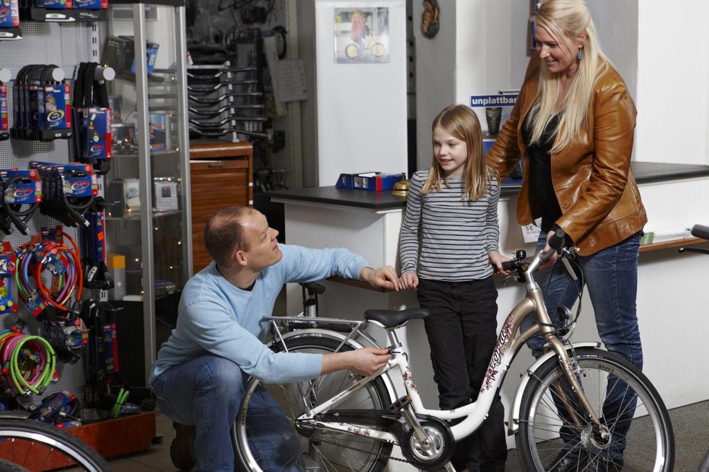 Das Wichtigste beim Kinderfahrrad ist, dass die Größe des Rads zur Größe des Kindes passt.