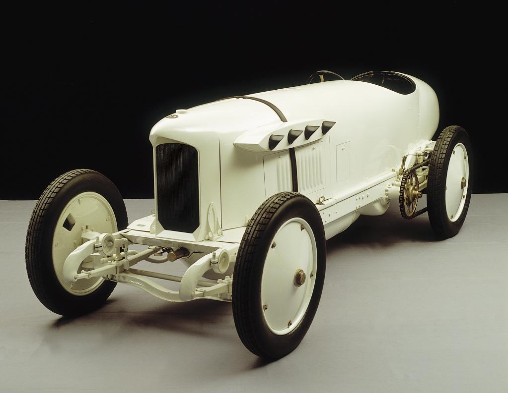 """Der Benz 200 PS, genannt """"Blitzen-Benz"""", in der Rekordwagen-Ausführung. In einem solchen Fahrzeug war Victor Hémery mit 205,666 km/h am 8. November 1909 auf der Brooklandsbahn der schnellste Mensch auf Erden."""