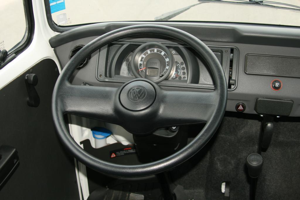 Der Tacho wirkt im Gegensatz zum restlichen Fahrzeug sehr modern