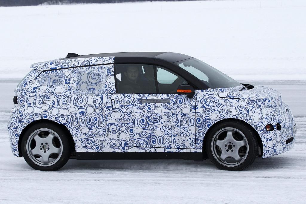 Erwischt: Erlkönig BMW i3 – Premium-Stromer im hohen Norden -- Angetrieben wird das Elektrofahrzeug von 130 PS starken Elektromotoren. Als Zeitpunkt der Einführung geben die Bajuwaren 2014 an. | fotos: lehmann photo-syndication