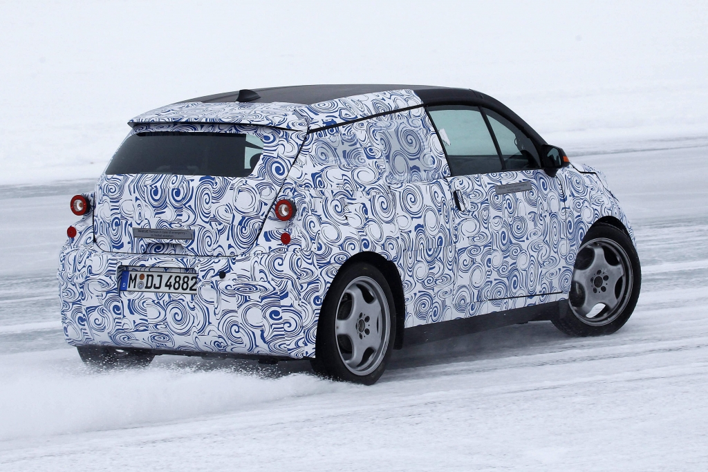 Erwischt: Erlkönig BMW i3 – Premium-Stromer im hohen Norden -- Mit dem Mega Vehicle bringt BMW das erste Großserienfahrzeug weltweit auf den Markt. | fotos: lehmann photo-syndication