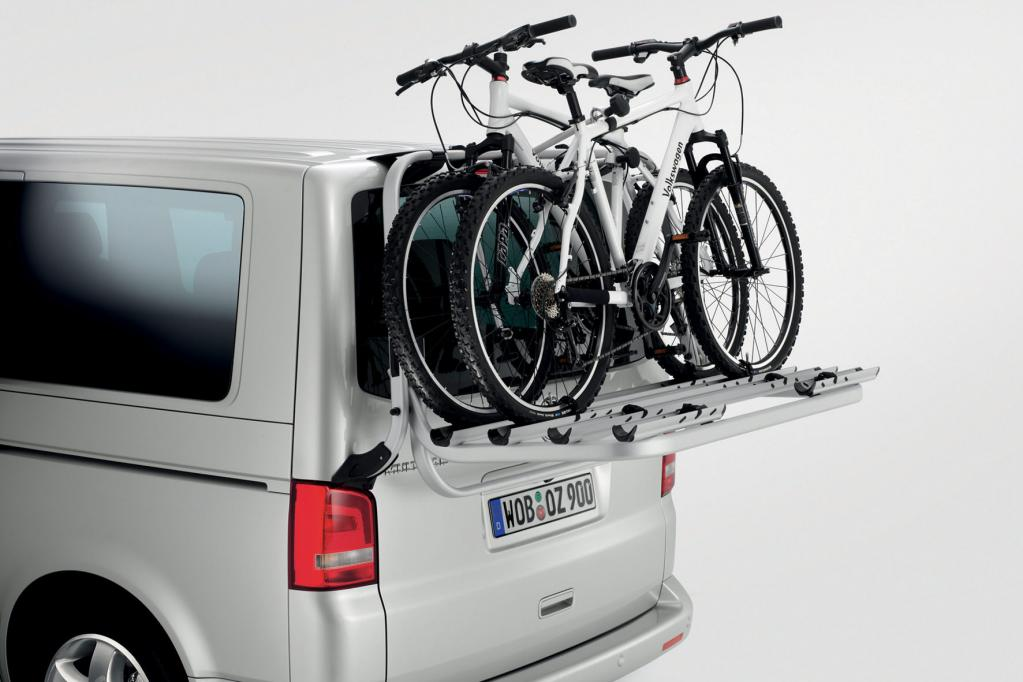 Für den VW California gibt es einen Fahrradträger für die Heckklappe.