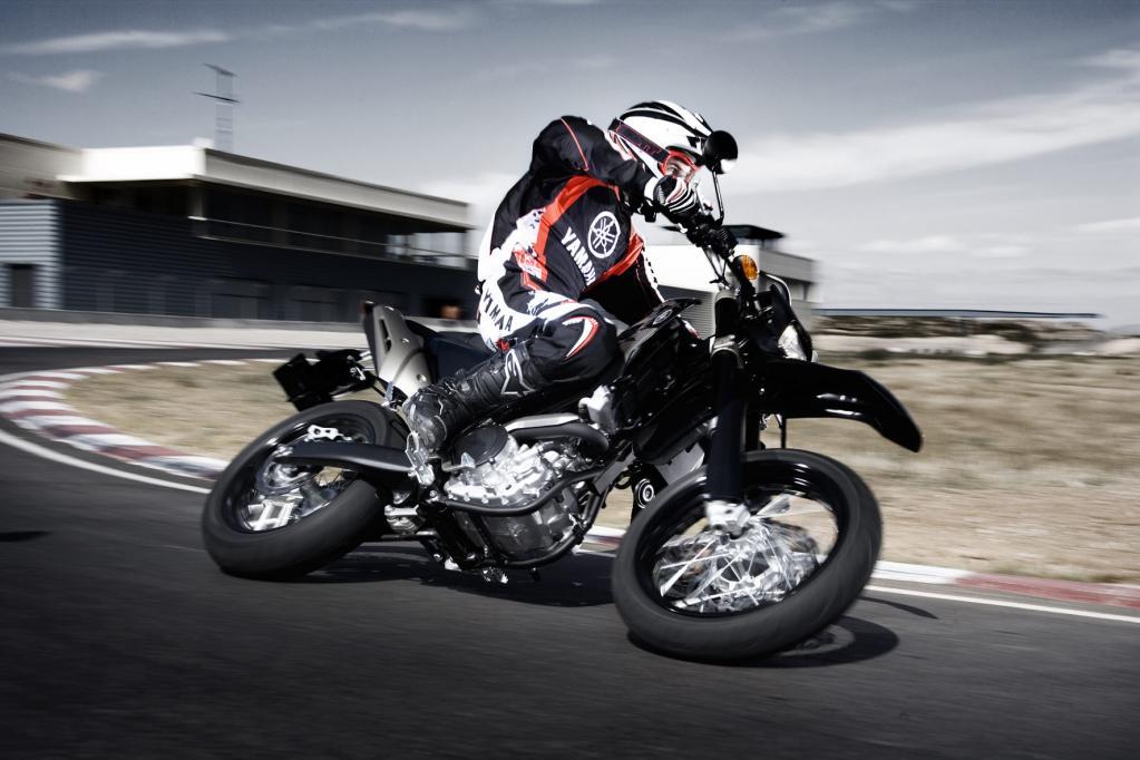 Feinste Fahrwerkskomponenten trägt die Yamaha WR 250X. Doch das hat seinen Preis. Für eine 250er ist die kleine Supermoto nicht gerade billig.
