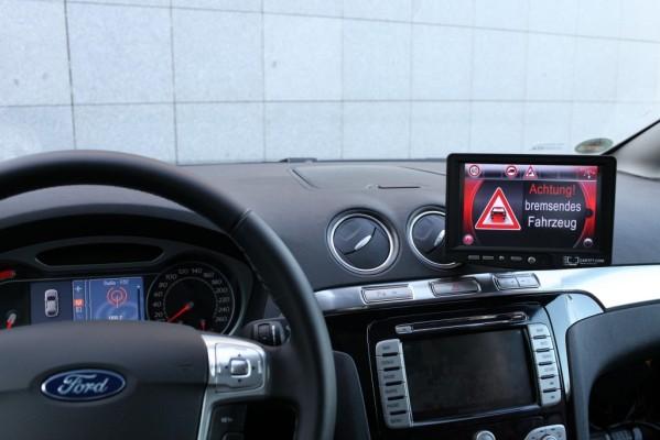 Ford Verkehrssicherheit: Autos sprechen mit Ampeln und untereinander