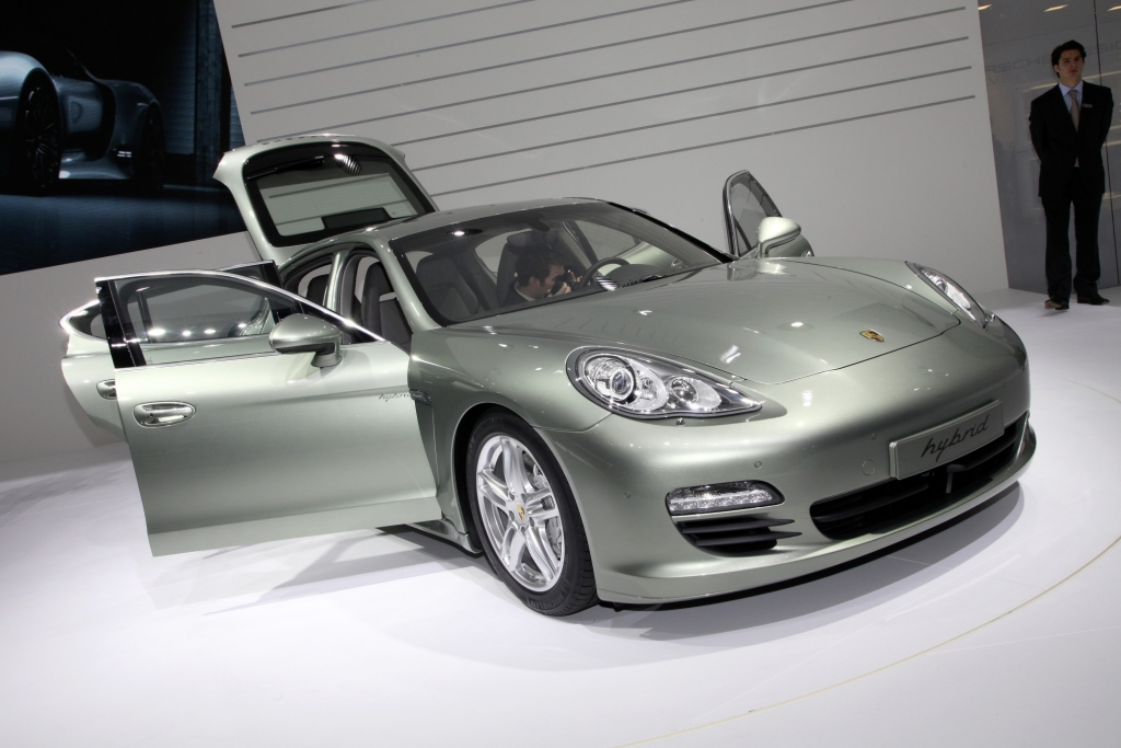 Genf 2011: Porsche Panamera S Hybrid ist Klassenprimus