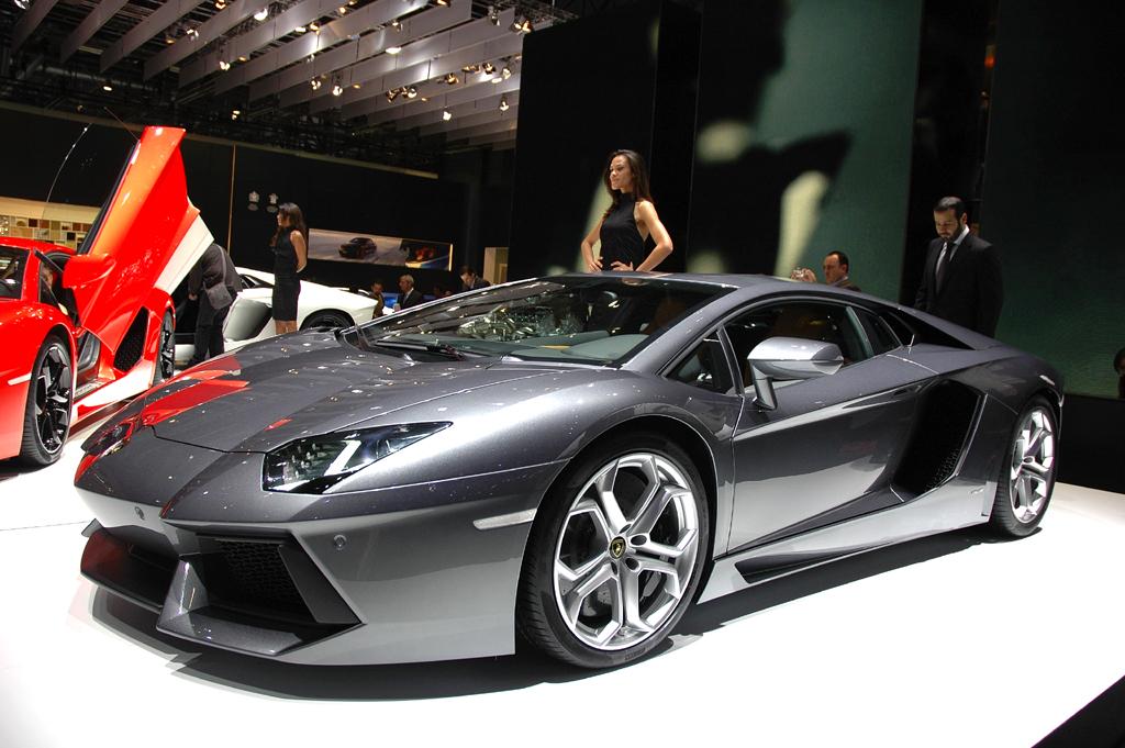 Lamborghini Aventador: Das aggressive Design lehnt sich an Kampfflugzeuge an