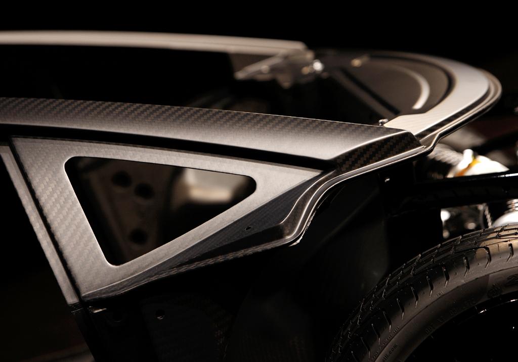 Lamborghini-Leichtbau: Detailaufnahme des komplett aus Kohlefaser bestehenden Monocoques.