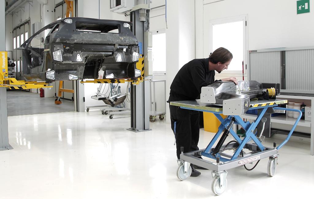 Lamborghini-Leichtbau: Ein Blick hinter die Kulissen in eine Fabrik nicht wie jede andere.