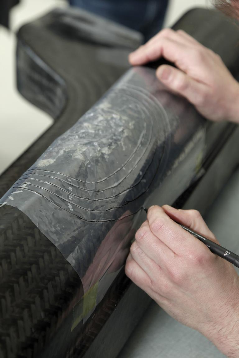 Lamborghini-Leichtbau: Handarbeit ist in Sant'Agata noch immer gefragt ...