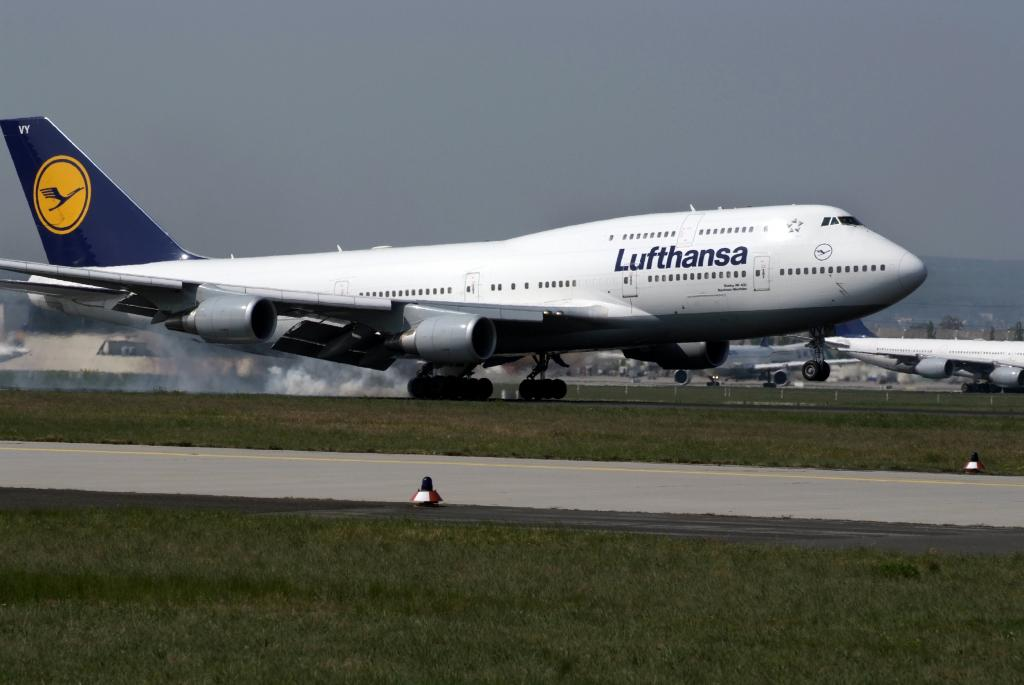 Lufthansa führt Runderneuerung der Boeing 747-Kabine durch
