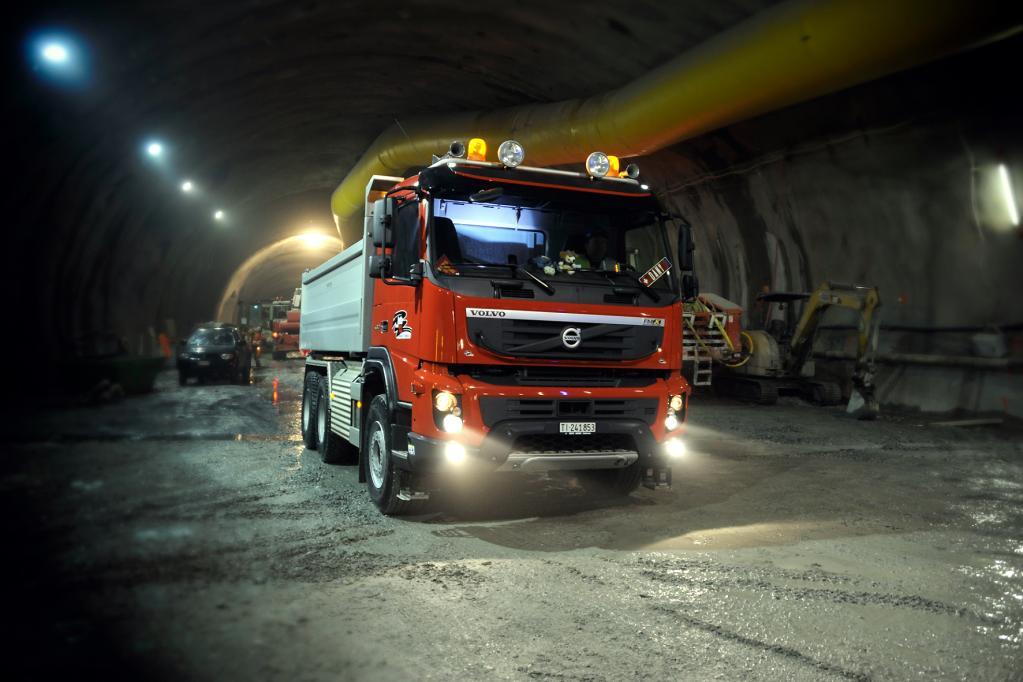 Macht auch tief im Tunnel eine gute Figur: Die bis zu 368 kW/500 PS starke, neue Volvo-Baumaschine FMX.