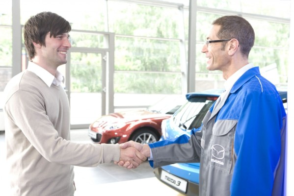Mazda stellt E10-Bescheinigungen aus