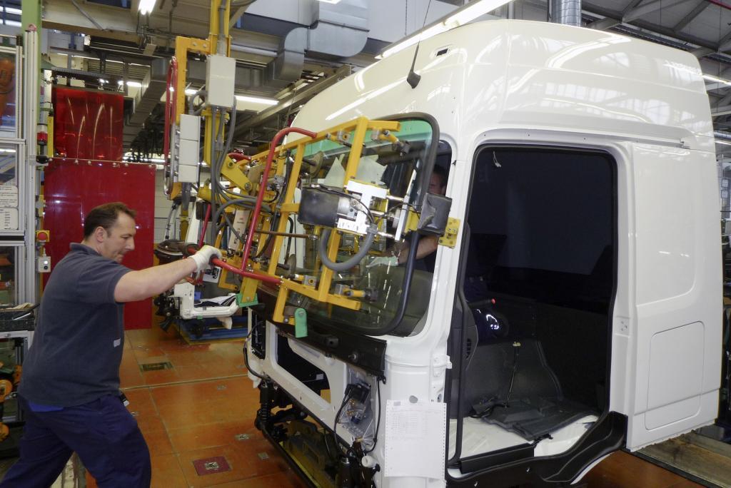 Mercedes-Benz stellt mehr Mitarbeiter ein