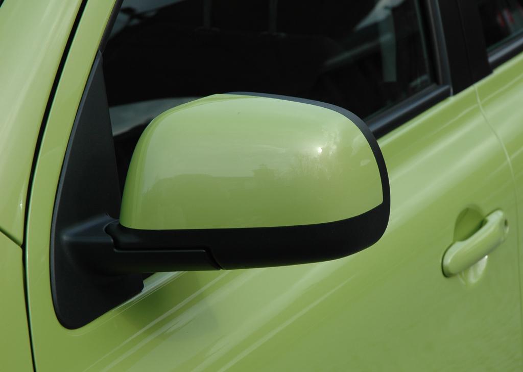 Nissan Micra: Die Außenspiegel sind farblich nach unten schwarz abgesetzt.