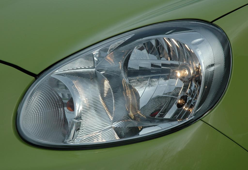 Nissan Micra: Moderne Leuchteinheit vorn.