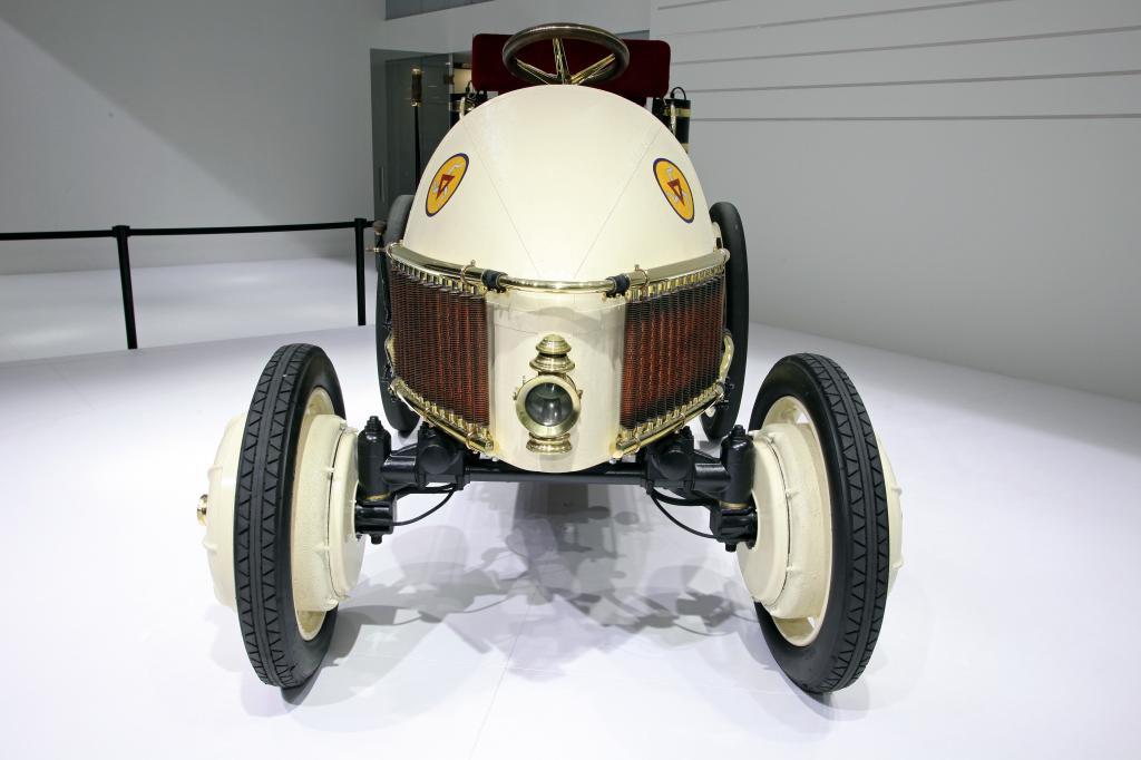 Porsche Ur-Hybrid.