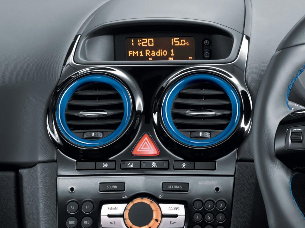 Prägnant: die blau lackierten Luftführungen im Vauxhall Corsa VXR Blue Edition.