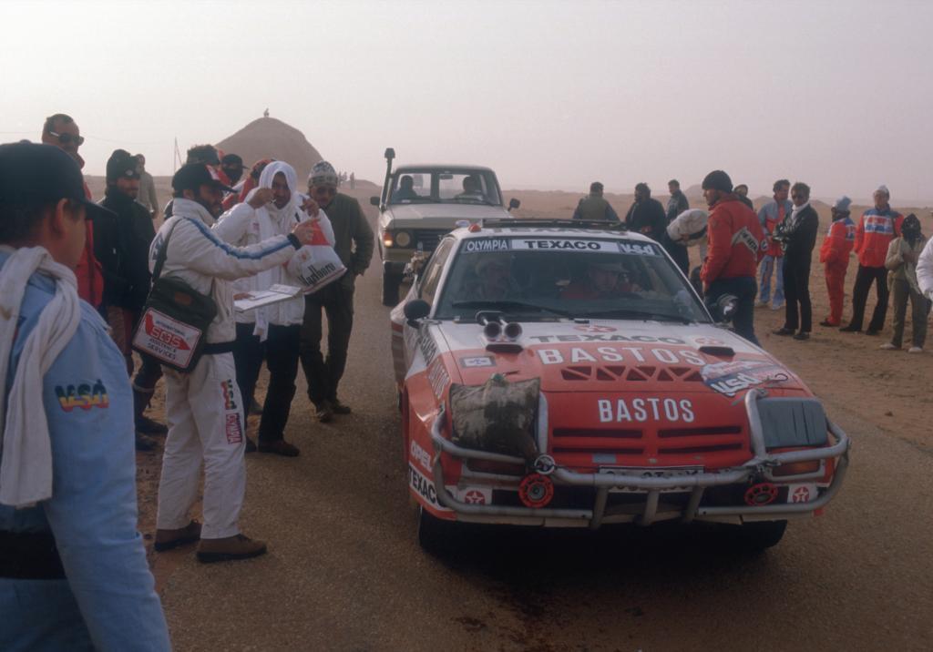 Rallye Paris-Dakar 1984: Guy Colsoul und Alain Lopes gewannen im Opel Manta 400 die Klasse der zweiradgetriebenen Autos und wurden Vierte im Gesamtklassement.