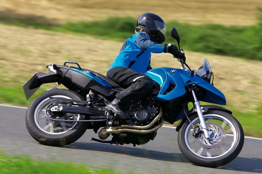 Schlagloch-Straßen - Motorradfahrer aufgepasst