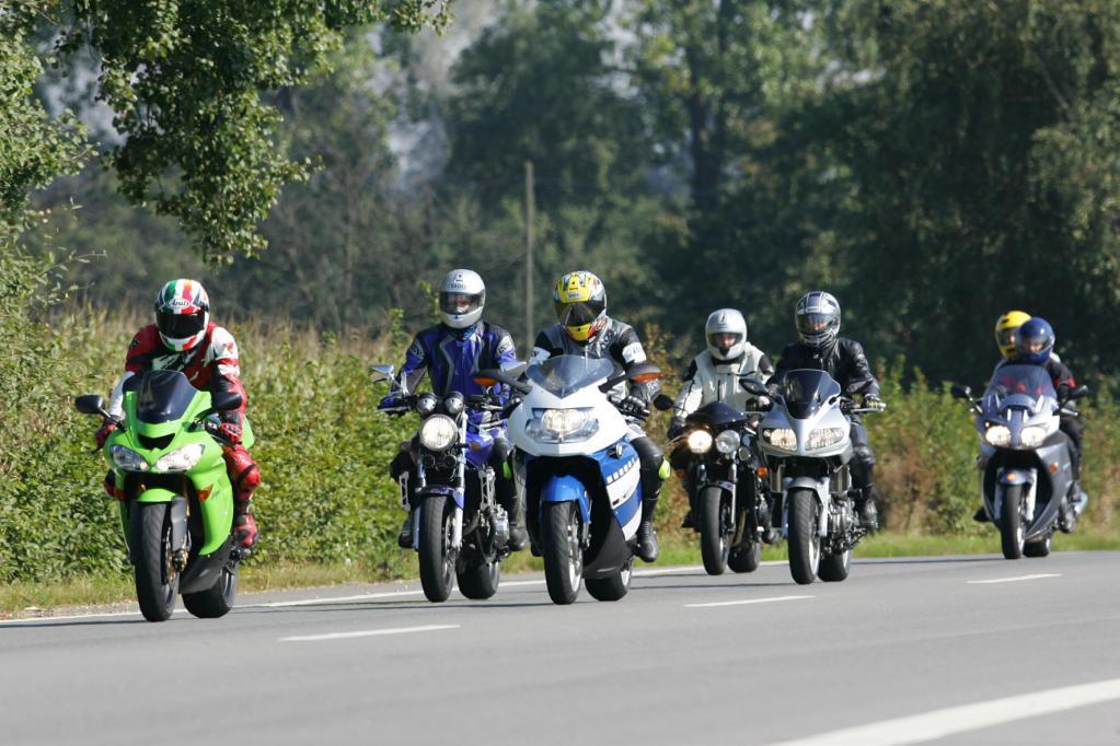 Sicher Motorrad fahren in der Gruppe